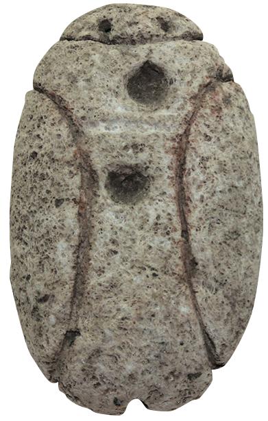 軽石製岩偶(柊原遺跡,縄文時代後期,垂水市):軽石に線や孔を刻んで,目や鼻,体の各部などを表現しています。刻まれた線の中には赤色顔料が残っています。線だけ赤くしたのか,それとも全体を真っ赤に塗っていたのか。いずれにせよ儀式に使われていたものであると考えられています。