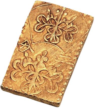 二分金(船迫遺跡,近世,志布志市):江戸時代に作られた小判の一種で,この二分金2枚で1両に相当します。県内の発掘調査で見つかった小判はこの二分金と,鹿児島市の垂水・宮之城島津家跡から出土した二朱金の2枚だけです。